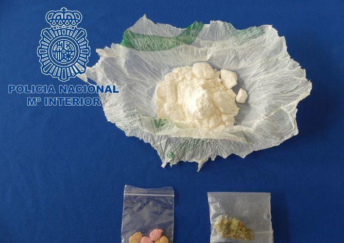 Detenido en Ibiza un joven con droga, éxtasis y marihuana