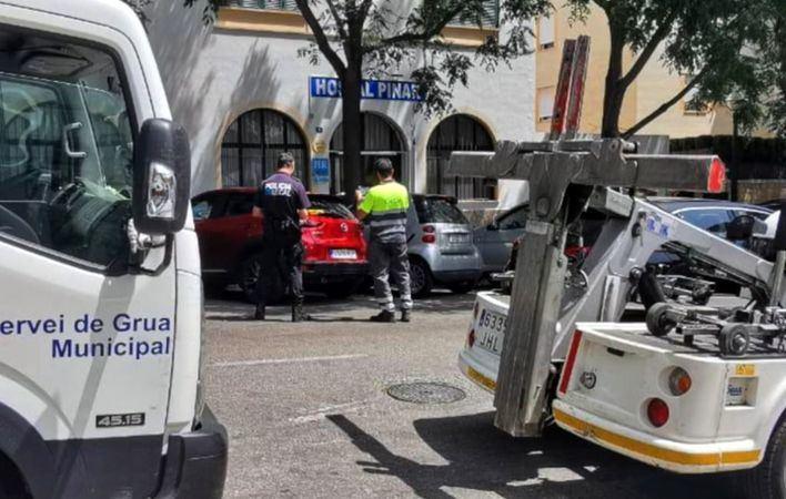 Denuncian cien vehículos de rent a car por ocupar la vía pública en Palma sin contrato