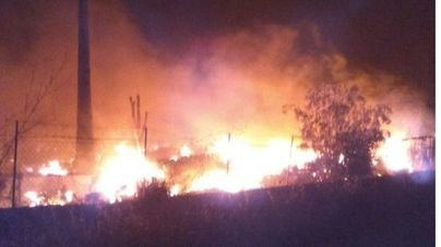Arden una finca y una casa abandonadas en Búger