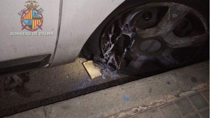 Intentan quemar un vehículo de Emaya colocando pastillas de barbacoa en las ruedas