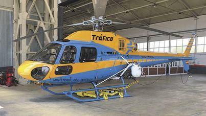 El helicóptero de la DGT inicia su campaña de verano sobre las carreteras de Mallorca