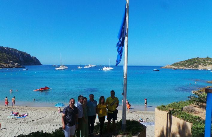 La playa de Sant Elm, galardonada con la Bandera Azul