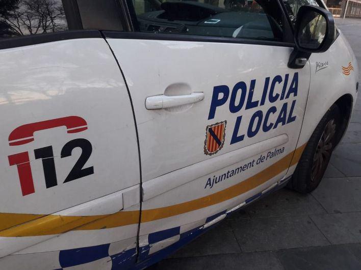 Un conductor ebrio colisiona contra un coche estacionado en el Paseo Mallorca