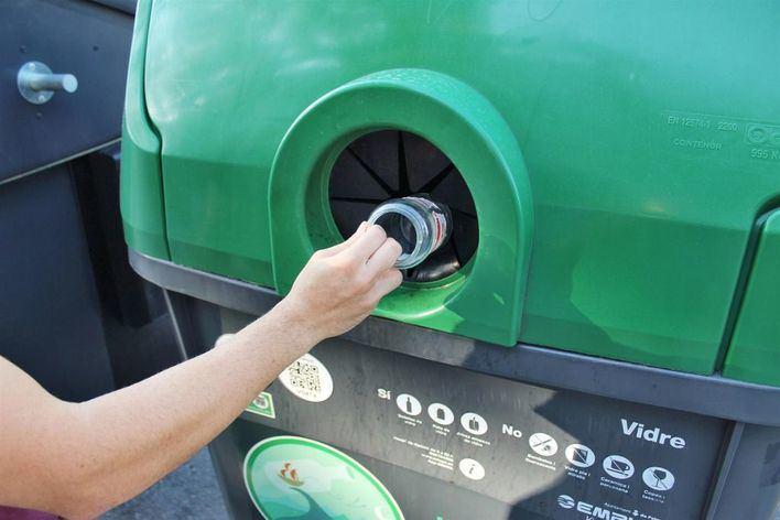 Más de 270 locales de Palma se suman a una campaña para reciclar más vidrio