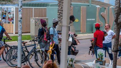La Policía Local aplicará 'mano dura' contra la venta ambulante ilegal y los grafiteros