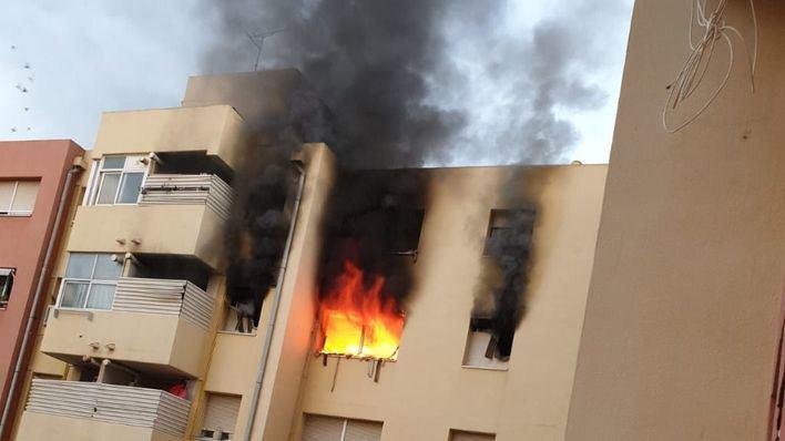 Trasladan al Vall d'Hebron a la mujer que ha sufrido quemaduras en un incendio en Palma