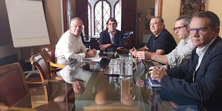 Negueruela promete un cambio de normativa para combatir el turismo de excesos en Calvià