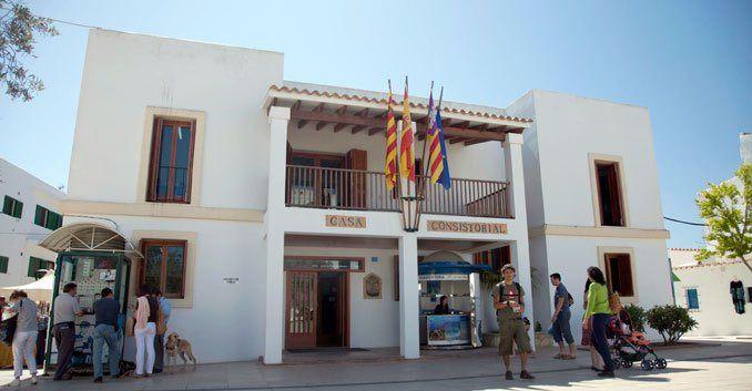 La Policía de Formentera pone 97 denuncias por venta ambulante en las playas de la Isla