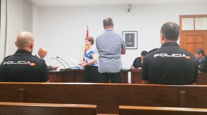 Piden tres años de cárcel por robar rompiendo las ventanillas de coches aparcados en Son Castelló