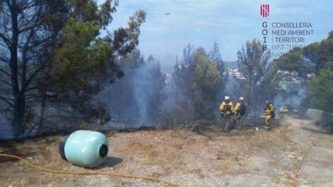 Un incendio obliga al desalojo de 400 personas de un hotel de Ibiza