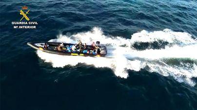 Intervienen más de tres toneladas de hachís tras una intensa persecución en alta mar