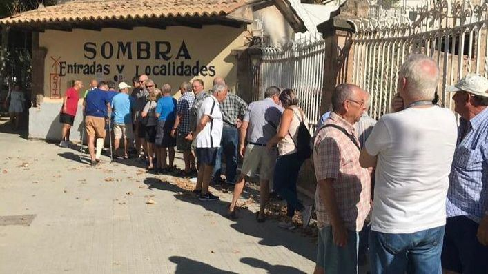 Largas colas para comprar entradas de la corrida de toros en Palma el próximo 9 de agosto