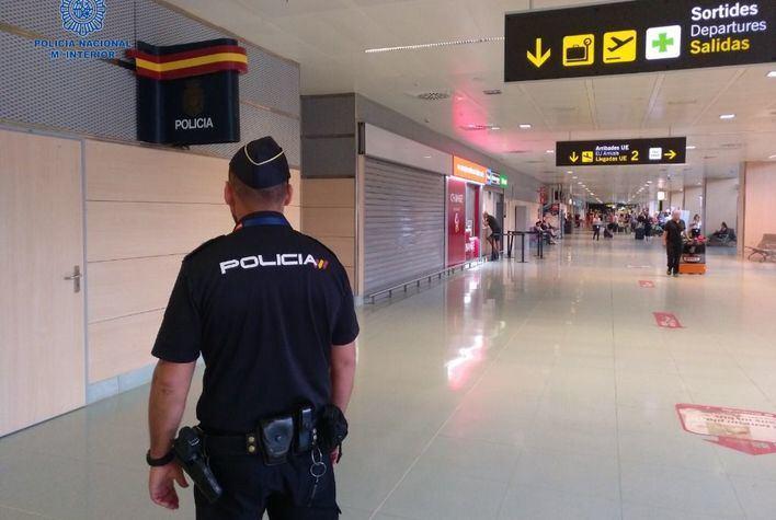 Tres detenidos en el aeropuerto de Ibiza con documentos de identidad falsos