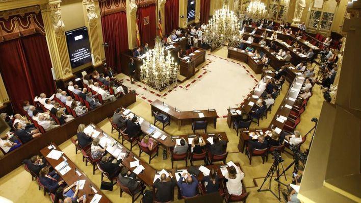 El Parlament aprueba su calendario de sesiones, que se inician el 5 de septiembre