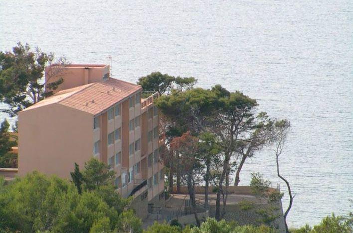 Fina Santiago defiende el cierre del albergue de La Victoria y el PP califica de incompetente al Govern