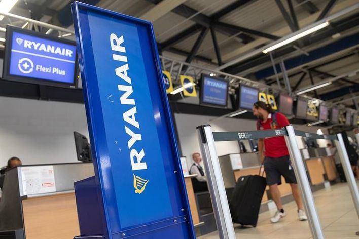 Ryanair prevé el despido de 500 pilotos y 400 tripulantes de cabina en los próximos meses