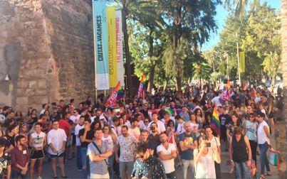 Cort ofrecerá ayudas concretas para iniciativas feministas y coletivo LGTBI