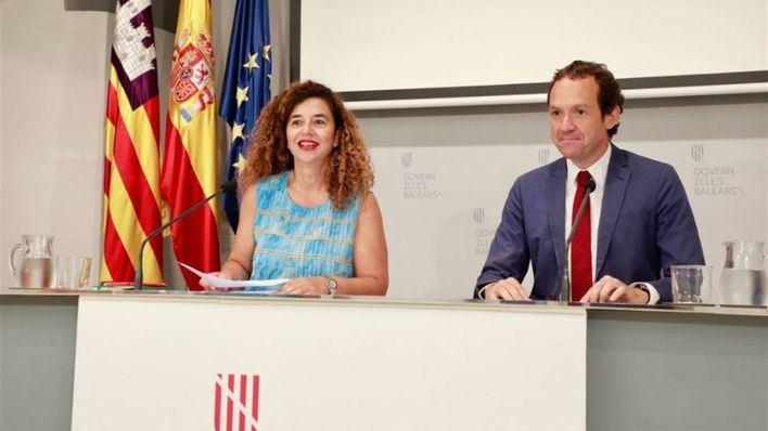 La portavoz del Govern, Pilar Costa y el conseller de Mobilitat, Marc Pons, en la rueda de prensa del consell de Govern.