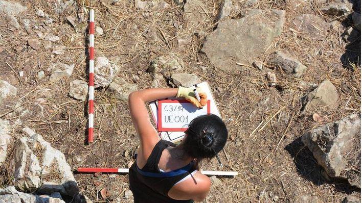 Un grupo de investigadores excava por primera vez una trinchera de la guerra civil en Mallorca