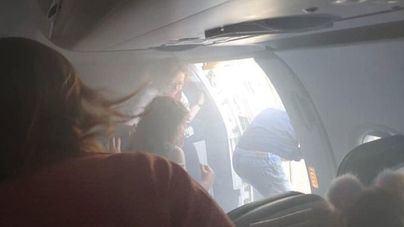 Un avión aterriza de emergencia en Valencia tras prenderse fuego uno de los motores