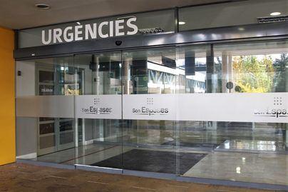 Fallece un trabajador al caer desde cuatro metros a una piscina en Son Roca