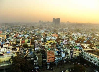 Seis muertos y 11 heridos en el incendio de un edificio en Nueva Delhi