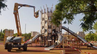Cort desmonta el castillo afectado por un fuego intencionado en el Parc de sa Riera