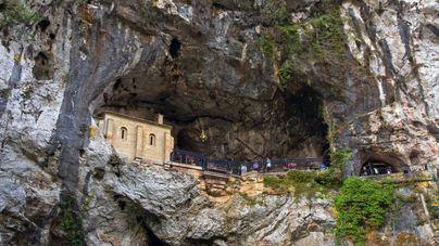 Muere un niño de 3 años tras caerse desde más de 4 metros en el Santuario de Covadonga