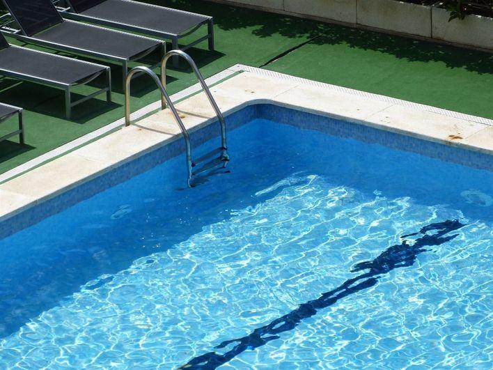 Los pisos con piscina son un 32 por ciento más caros en Baleares