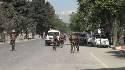 Cien heridos por un atentado de los talibán en Kabul