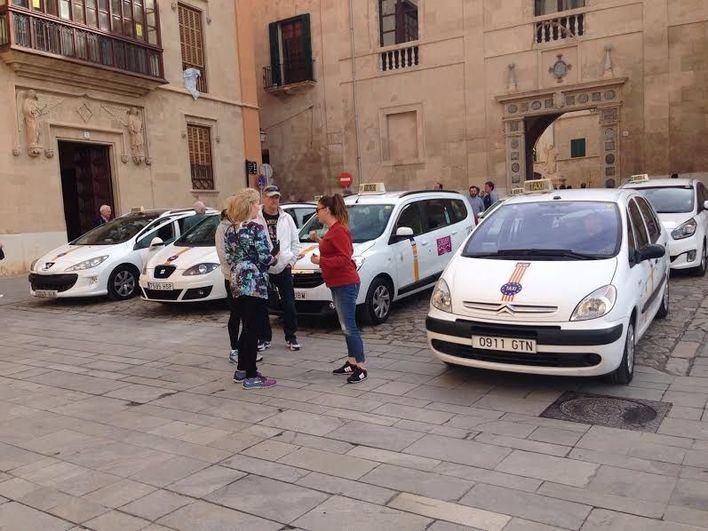 Los vecinos de La Seu en pie de guerra por la presencia de los taxitour en la zona