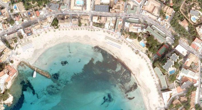 Reabren al baño la parte de la playa de Palmira cerrada por un vertido