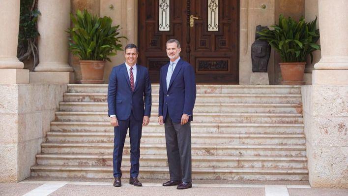 Pedro Sánchez llega a Marivent con una hora de retraso para reunirse con el Rey