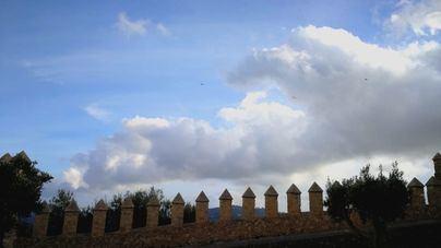 Alerta por altas temperaturas y cielos nubosos en Baleares