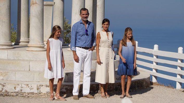 Los Reyes visitan con sus hijas la Casa Museo de Son Marroig