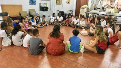 La Escuela de verano de Càritas ayuda a una veintena de menores con falta de recursos en Son Dameto