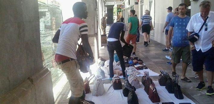 La Policía de Sant Josep tramita 178 denuncias contra vendedores ambulantes este verano