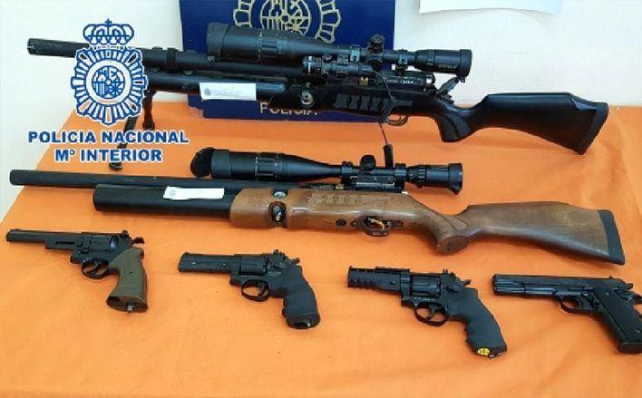 Tres detenidos con un arsenal de armas en un narcopiso