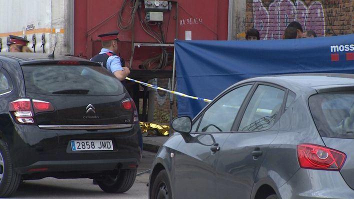 Hallan muerta a una mujer sueca debajo del remolque de un camión
