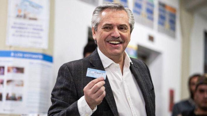 El opositor ganador de las elecciones primarias de Argentina tacha a Bolsonaro de