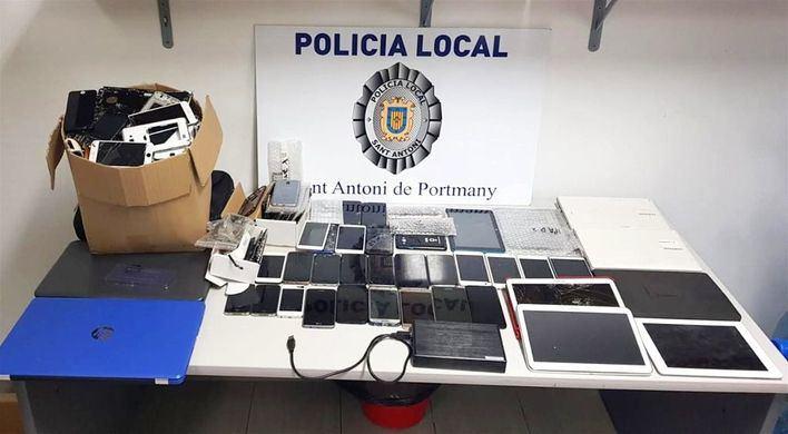 La Policía incauta móviles y material tecnológico en un locutorio de Sant Antoni