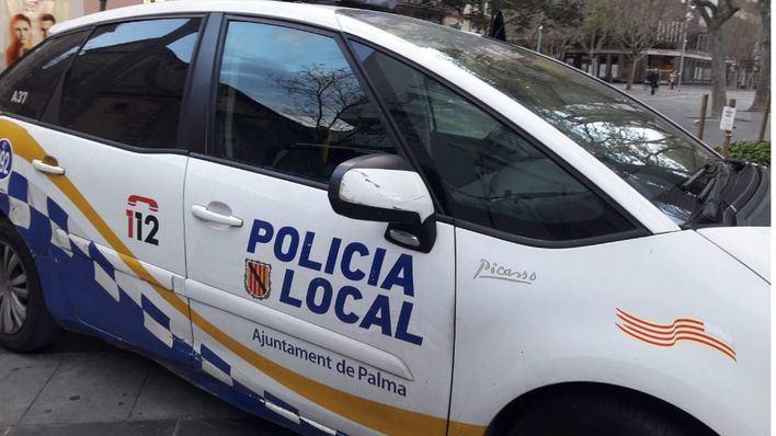 Vuelca un coche que se disponía a entrar en la autopista desde la calle Aragón
