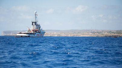 El Open Arms acepta atracar en Baleares si España e Italia