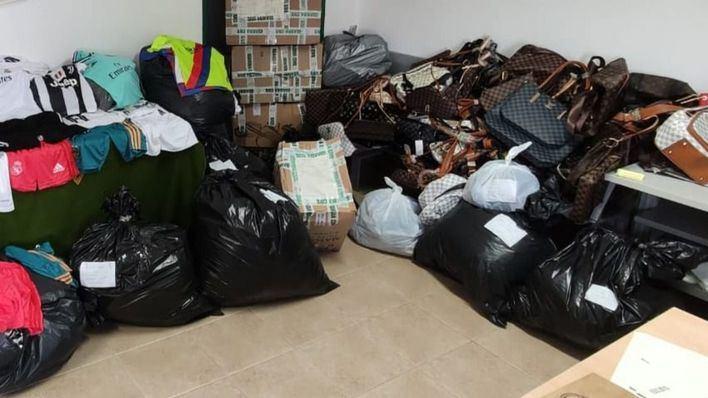 Intervienen más de dos mil artículos falsificados en cinco comercios de Mallorca