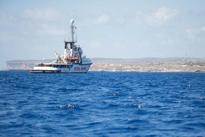 La Fiscalía de Agrigento ordena el secuestro del 'Open Arms' y el desembarco de los migrantes