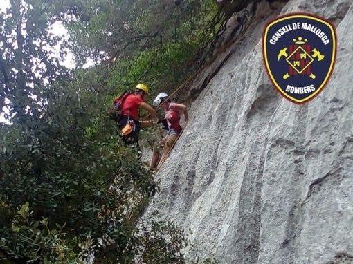 Rescatan a una chica de 18 años que había quedado atrapada en un acantilado del Gorg Blau