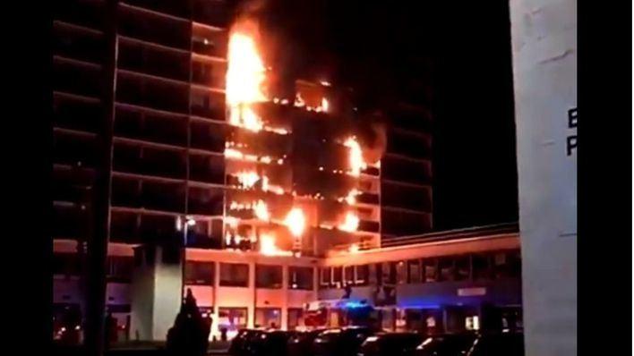 El Hospital Henri Mondor, este jueves en llamas.