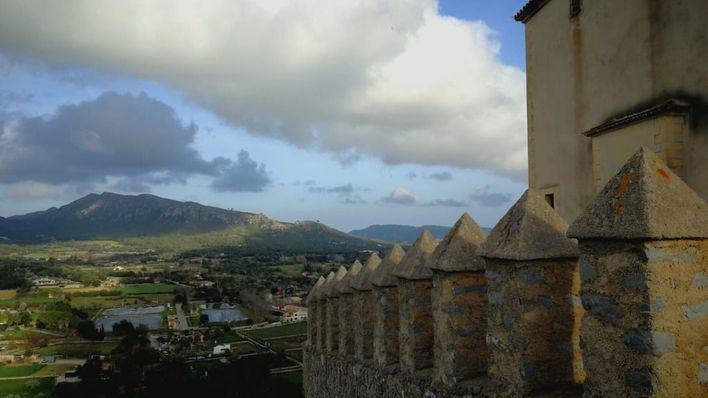Cielos poco nubosos y probabilidad de precipitaciones ocasionales por la tarde