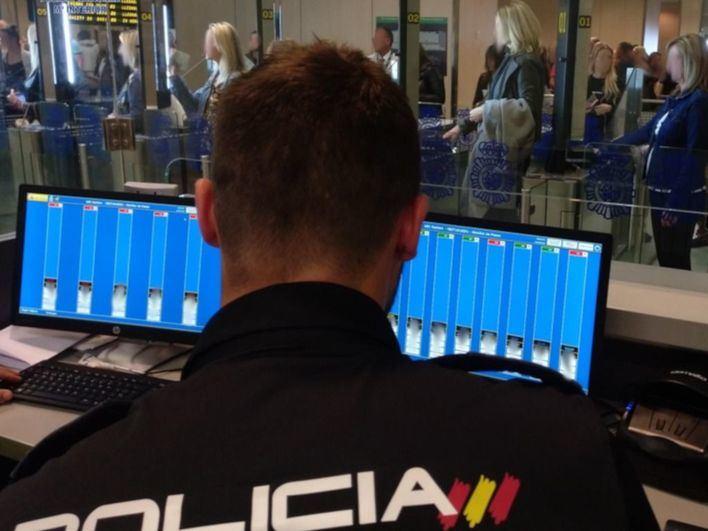 Detienen a seis personas en el Aeropuerto de Ibiza con pasaportes falsos