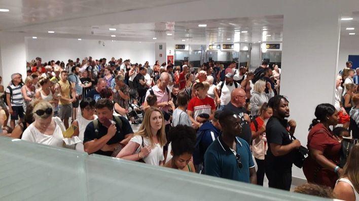 Trabajadores del control de pasaporte de Palma estudian medidas legales ante el aumento de personal en la huelga